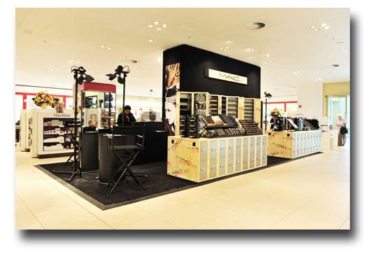 m a c pop up store alexanderplatz berlin pinkmelon. Black Bedroom Furniture Sets. Home Design Ideas